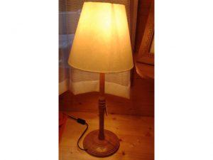 lampada-intagliata-legno h68
